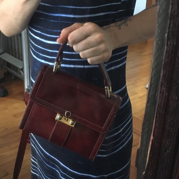 Handbags - Gorgeous burgundy leather vintage handbag